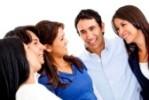 13440700-feliz-grupo-de-gente-que-habla--aislados-en-un-fondo-blanco